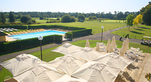 Dolce Chantilly hotel outdoor pool